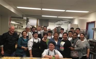 La cuisine favorise les échanges interculturels entre les élèves du Centre multiservice des Samares!